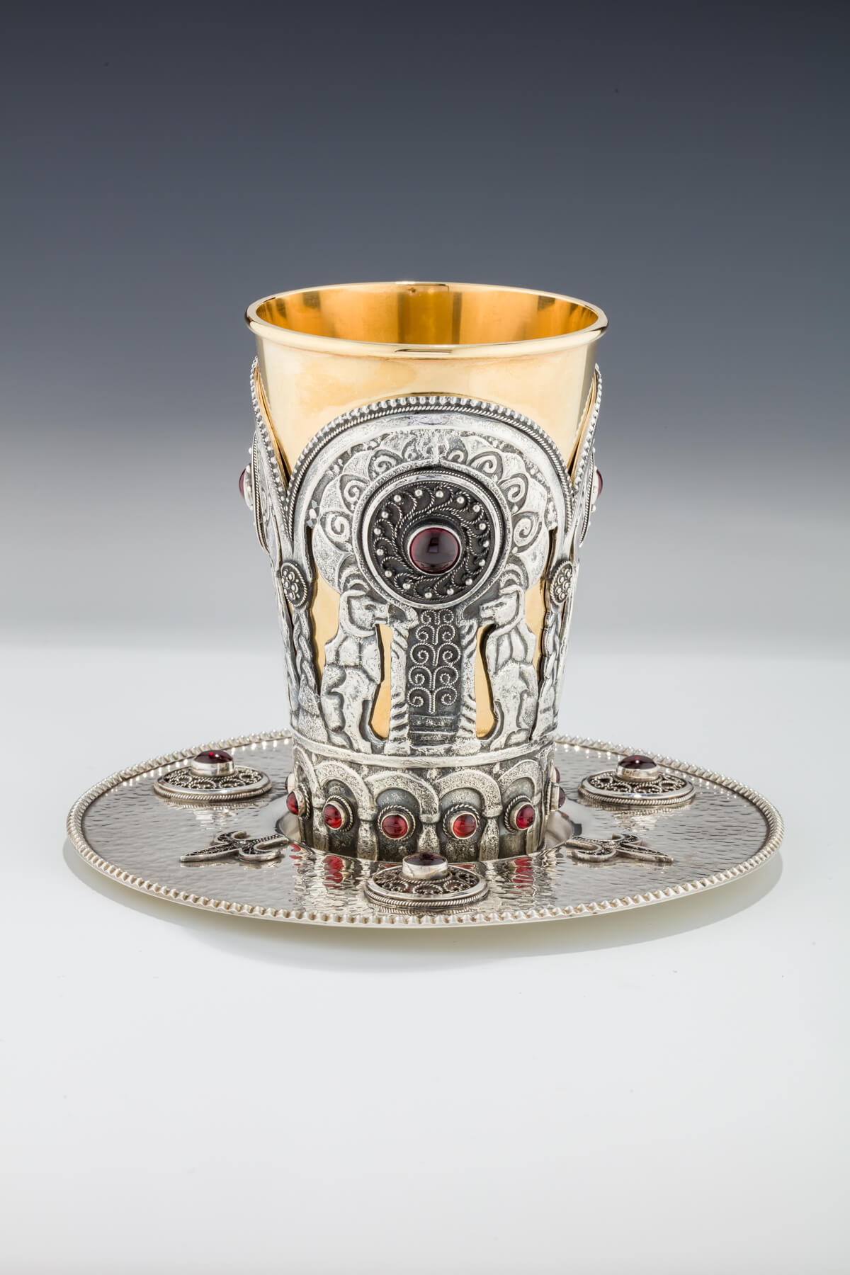 141. A Sterling Silver Kiddush Cup and Underplate by Yemini Silversmiths