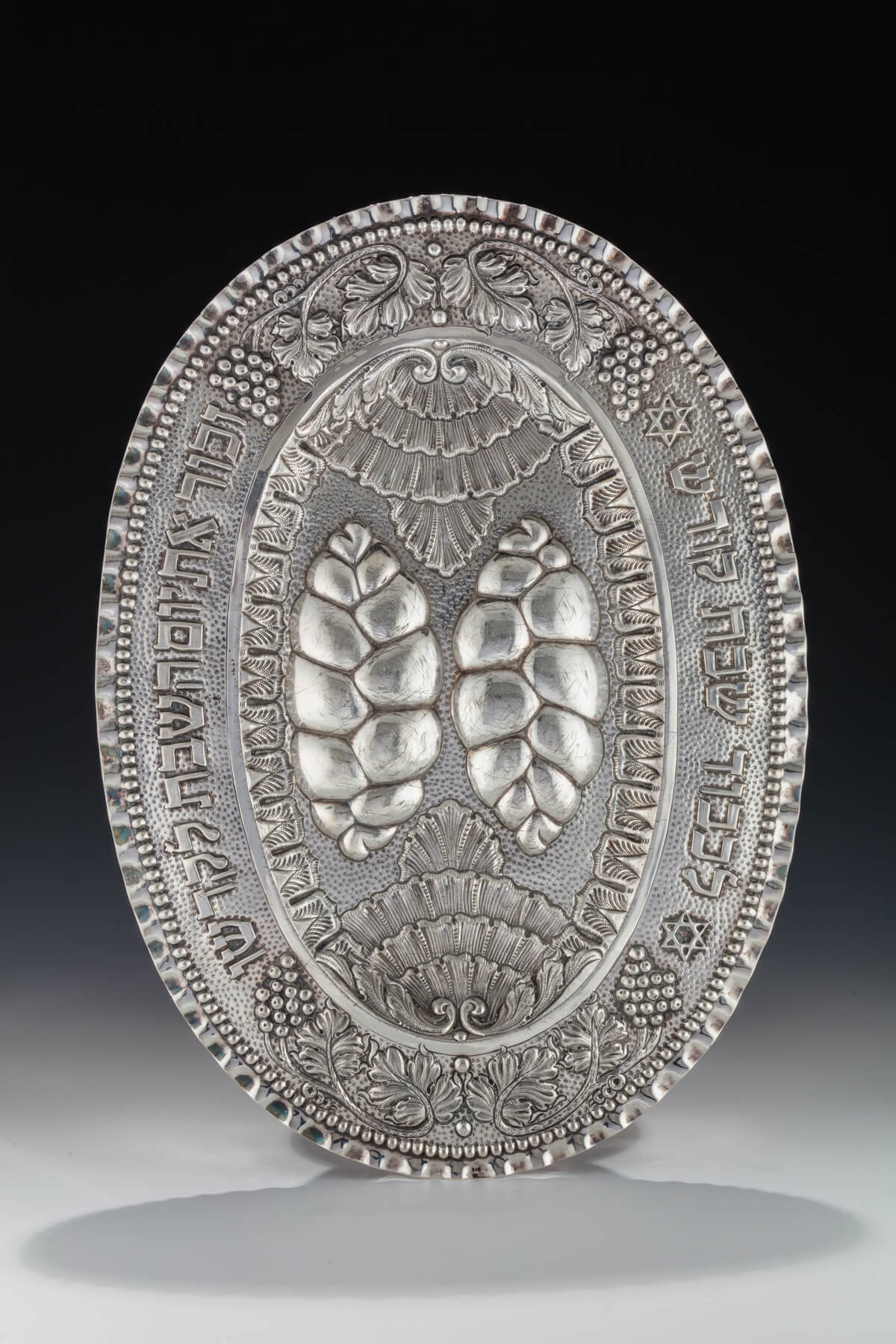 016. A Large Silver Challah Tray