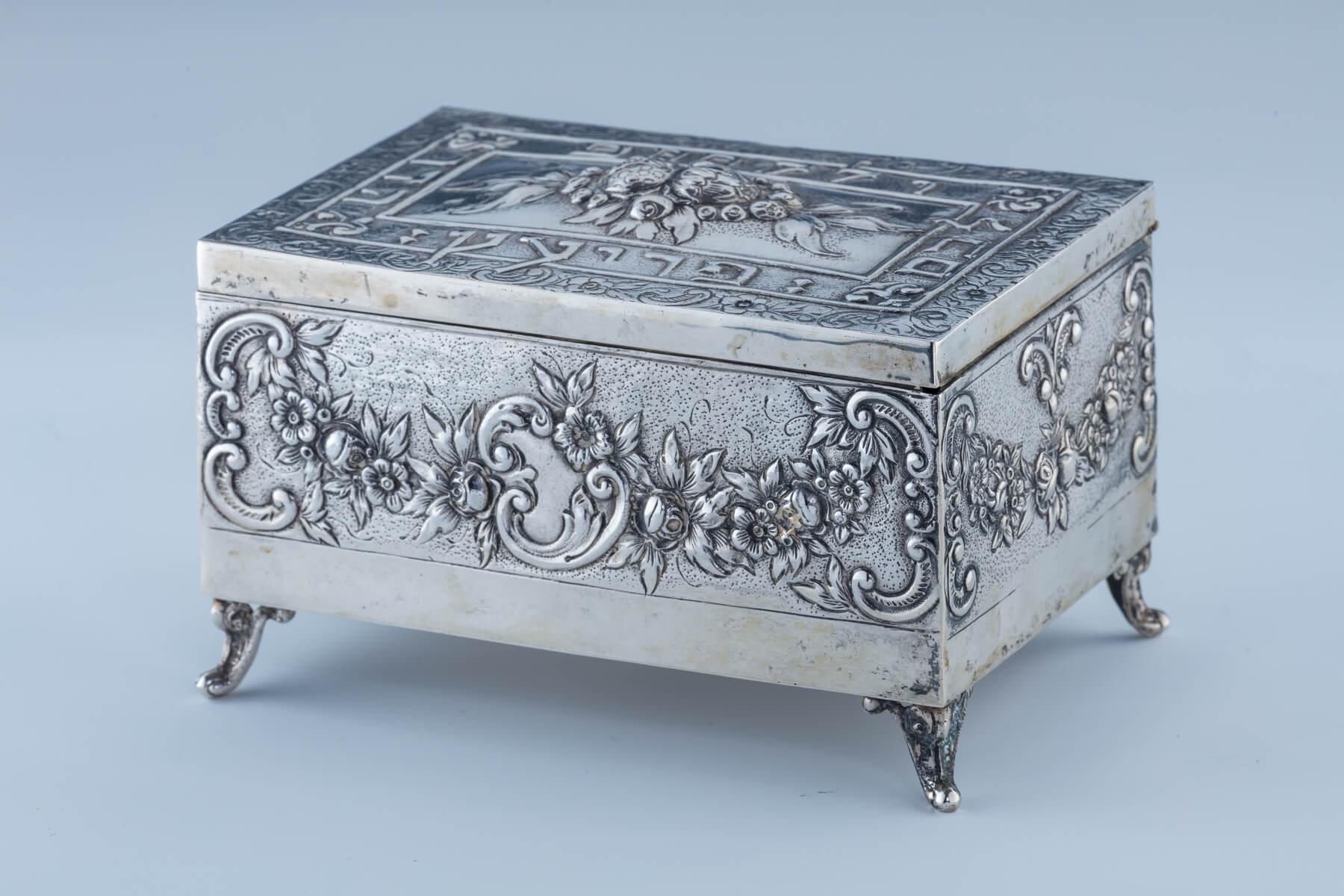9. A Silver Etrog Box