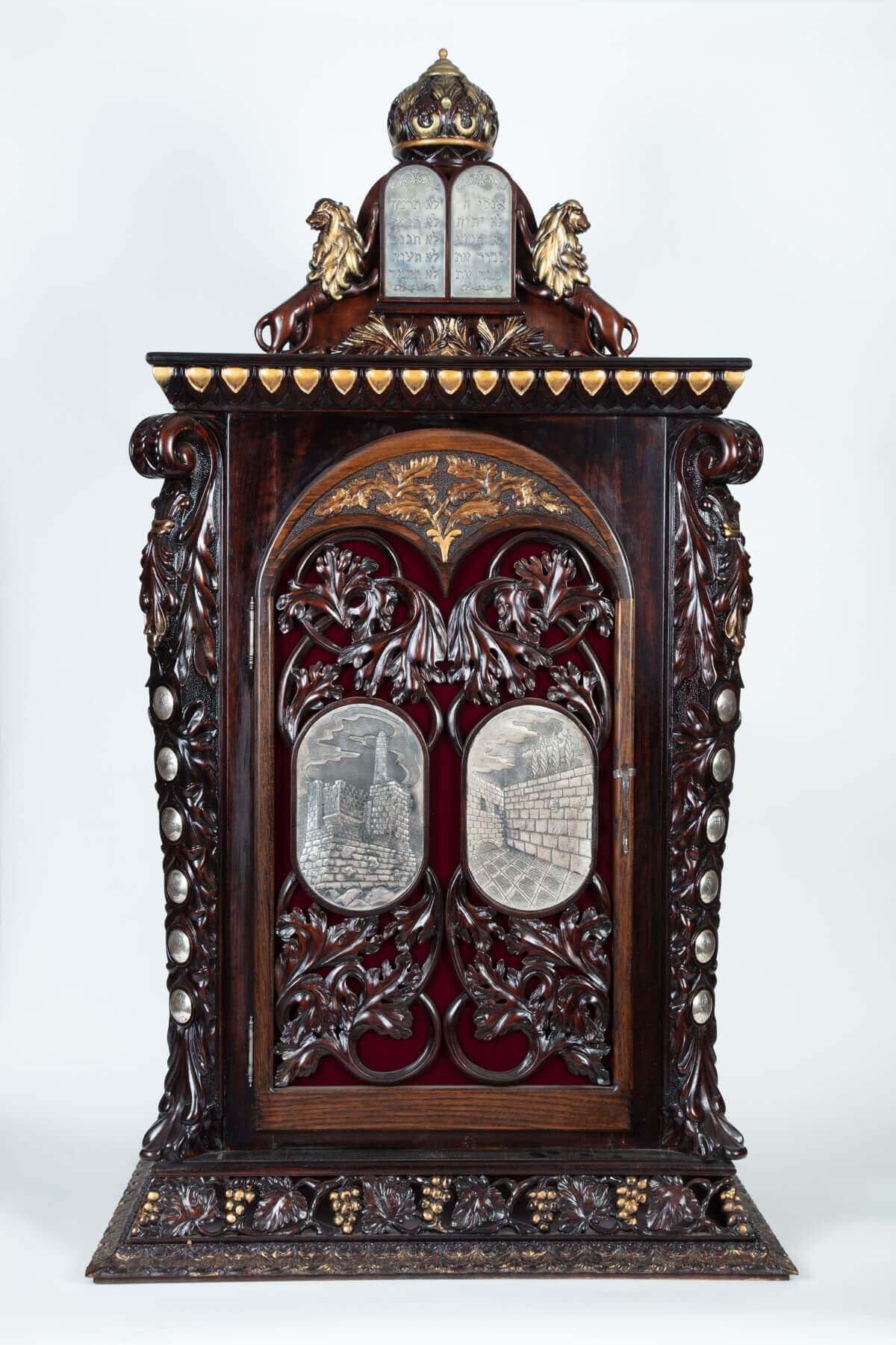 151. A MONUMENTAL WOODEN AND SILVER TORAH ARK BY SHUKI FREIMAN