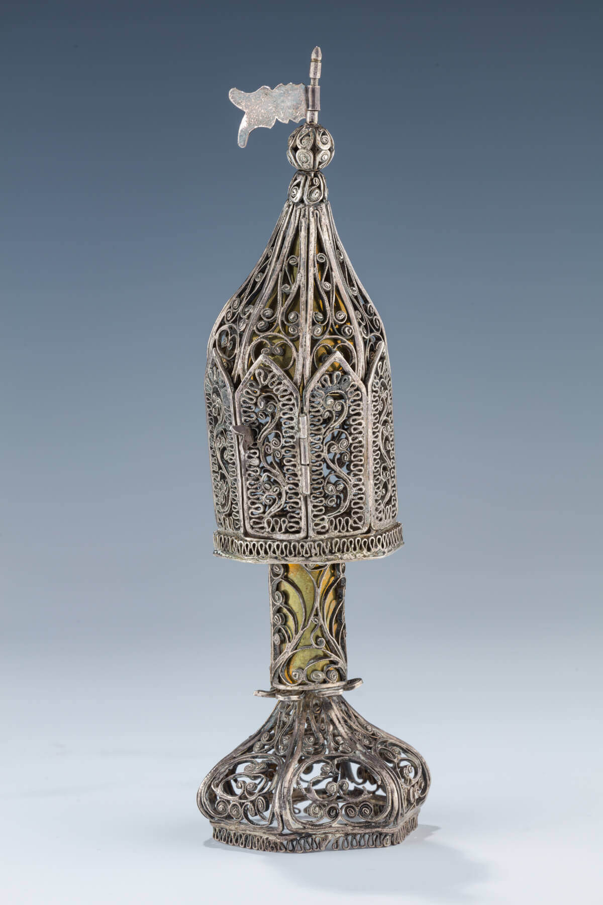 032. AN EARLY SILVER FILIGREE SPICE CONTAINER