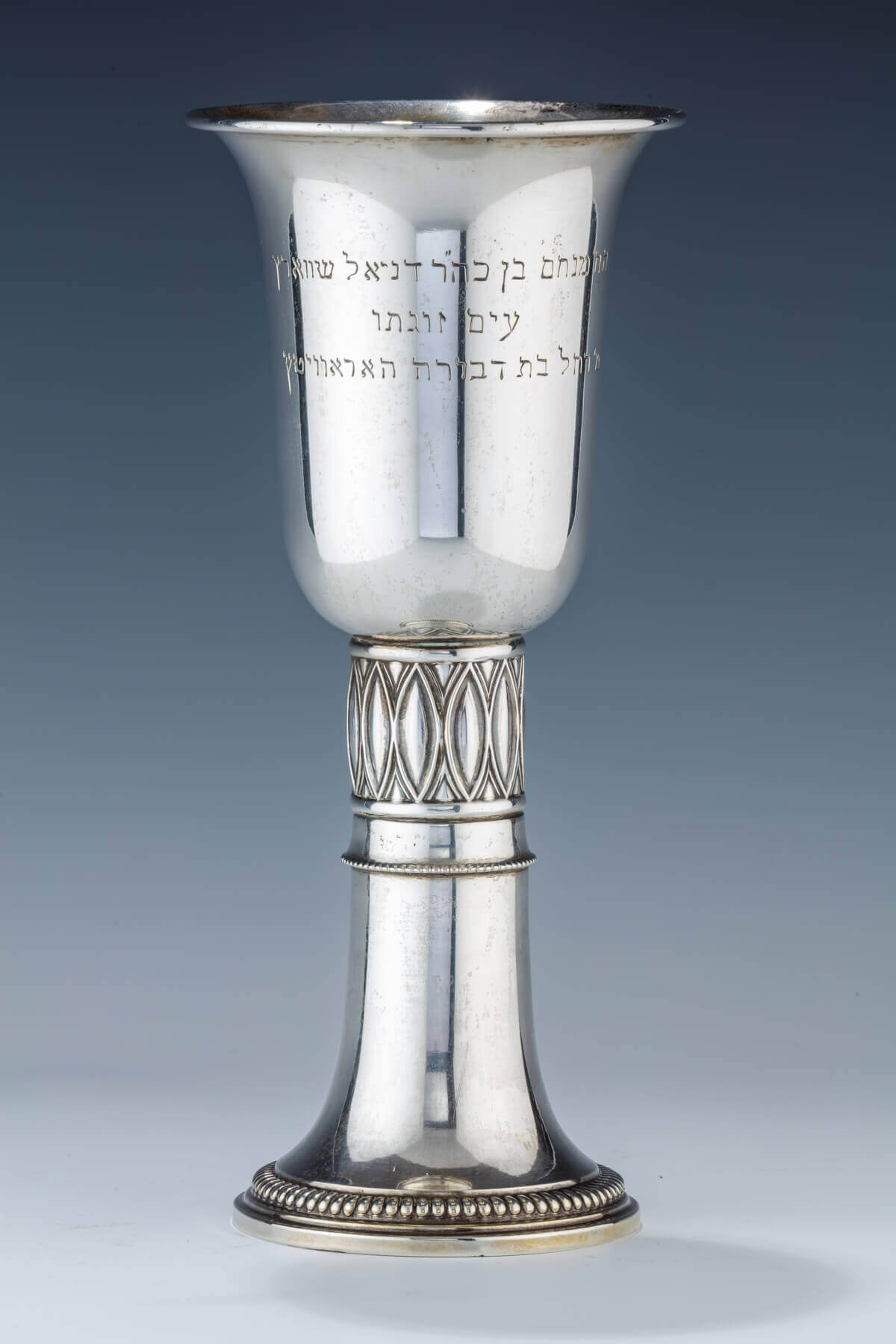 042. A LARGE SILVER KIDDUSH CUP