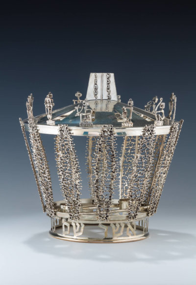 146. A LARGE STERLING SILVER TORAH CROWN BY BIER SILVERSMITHS