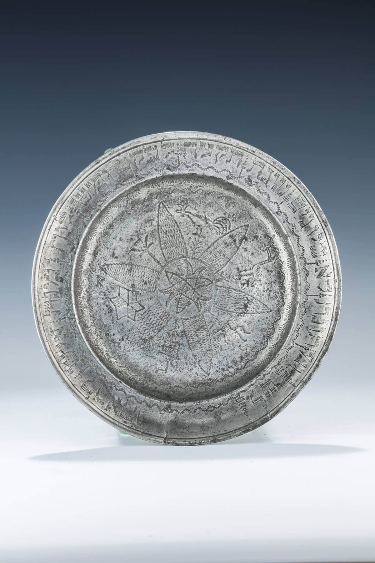 016. AN EARLY PEWTER PURIM DISH