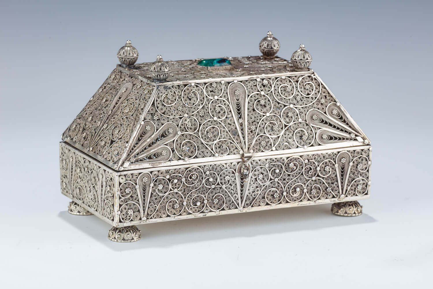 156. AN EARLY ISRAEL SILVER FILIGREE ETROG BOX
