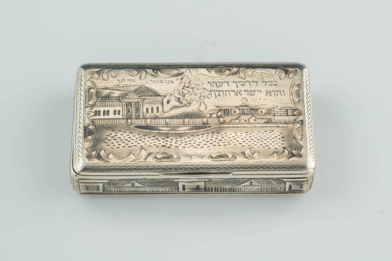 082. A SILVER SNUFF BOX