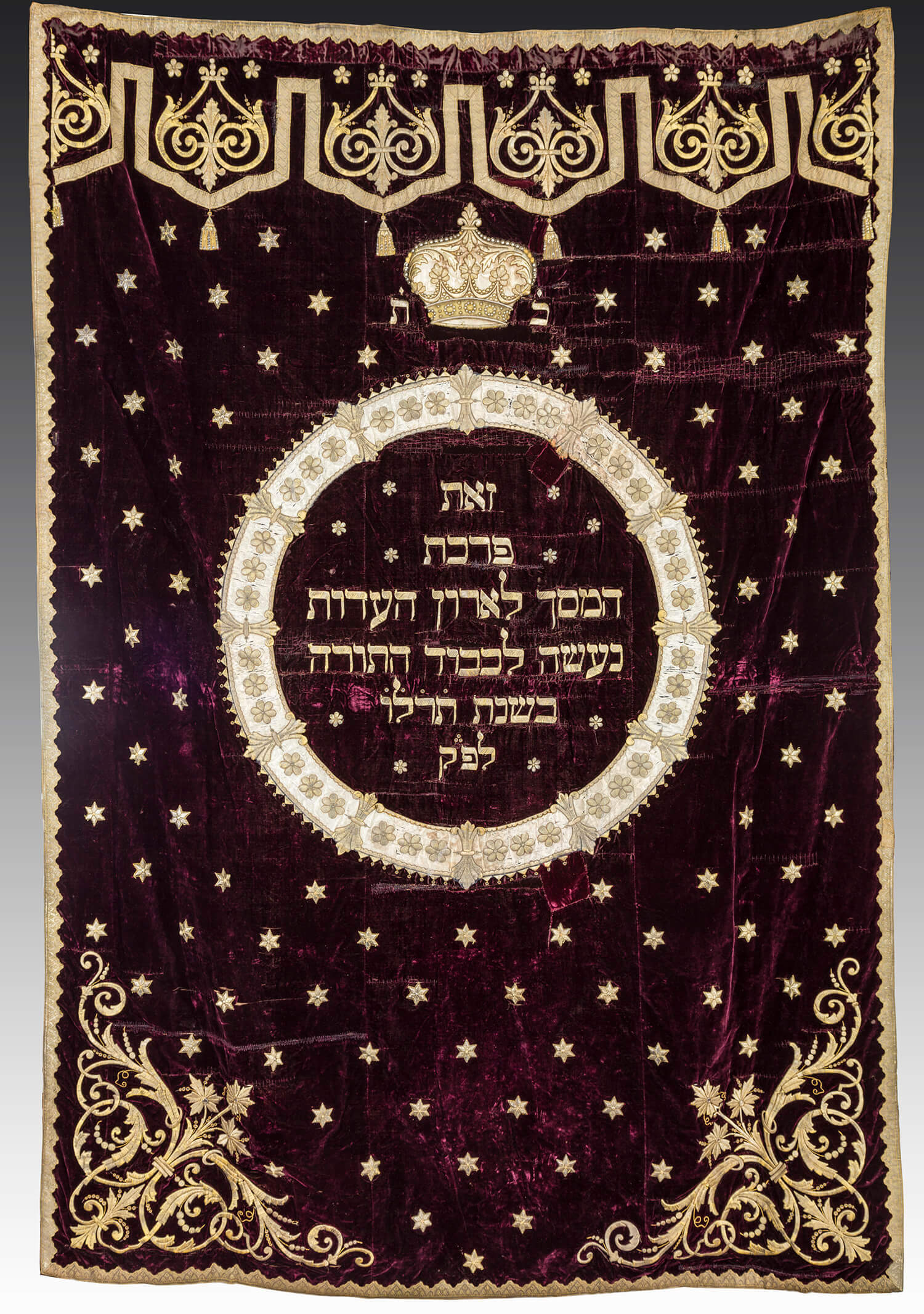 029. A LARGE VELVET AND SILVER THREAD TORAH ARK COVER