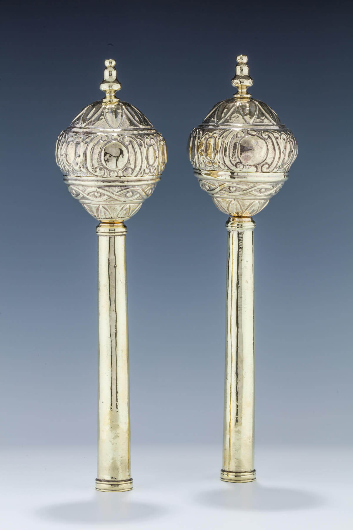 099. A PAIR OF SILVER TORAH FINIALS