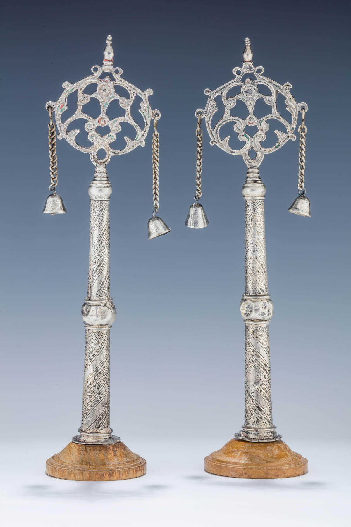 086. A PAIR OF SILVER TORAH FINIALS