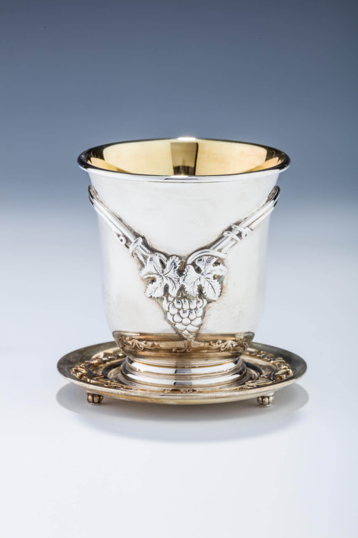 119. A STERLING SILVER KIDDUSH CUP BY SWED WITH UNDERPLATE
