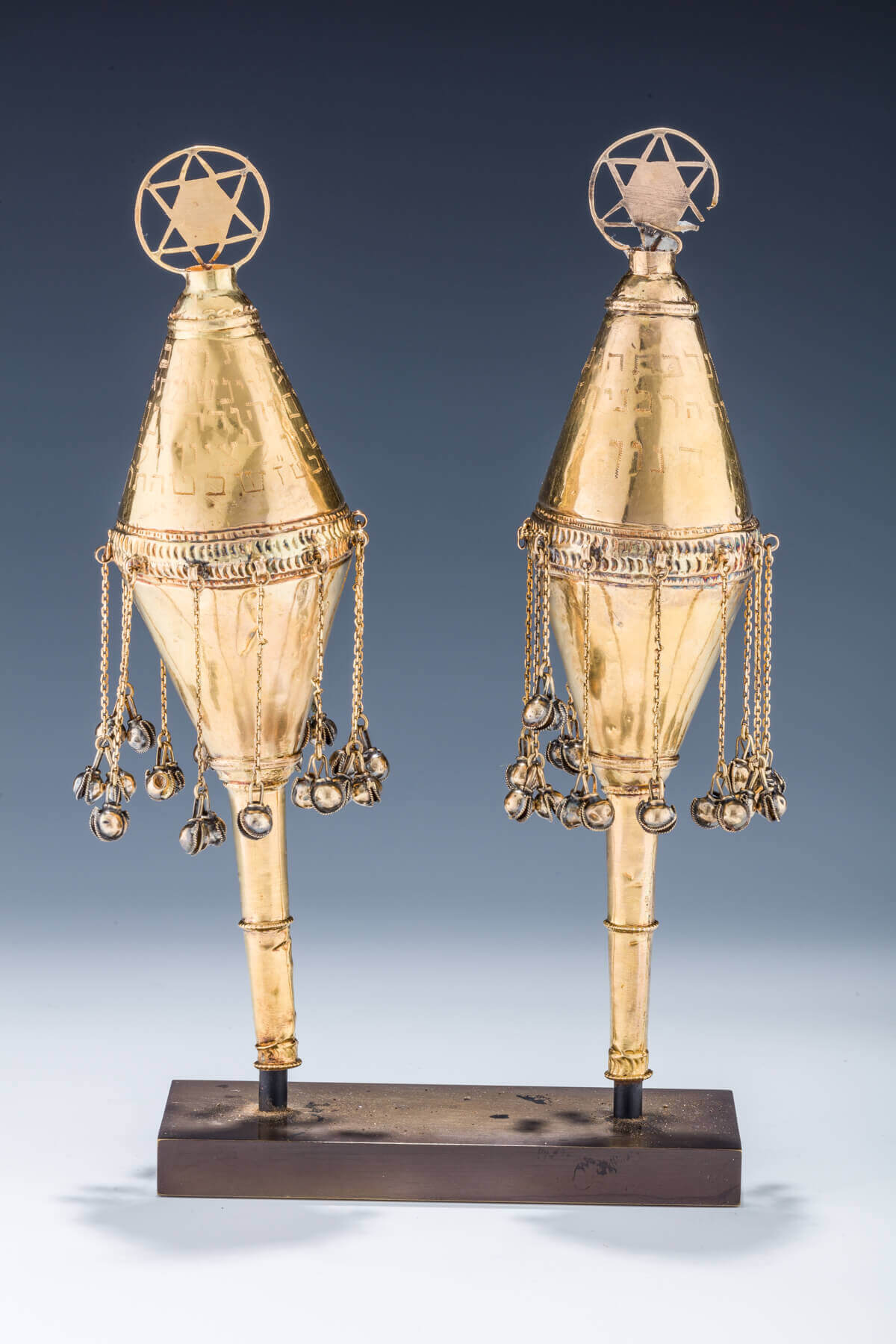 104. A PAIR OF GOLD TORAH FINIALS