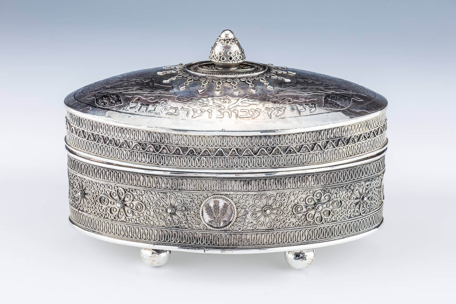 054. A LARGE STERLING SILVER ETROG BOX BY THE BEZALEL SCHOOL