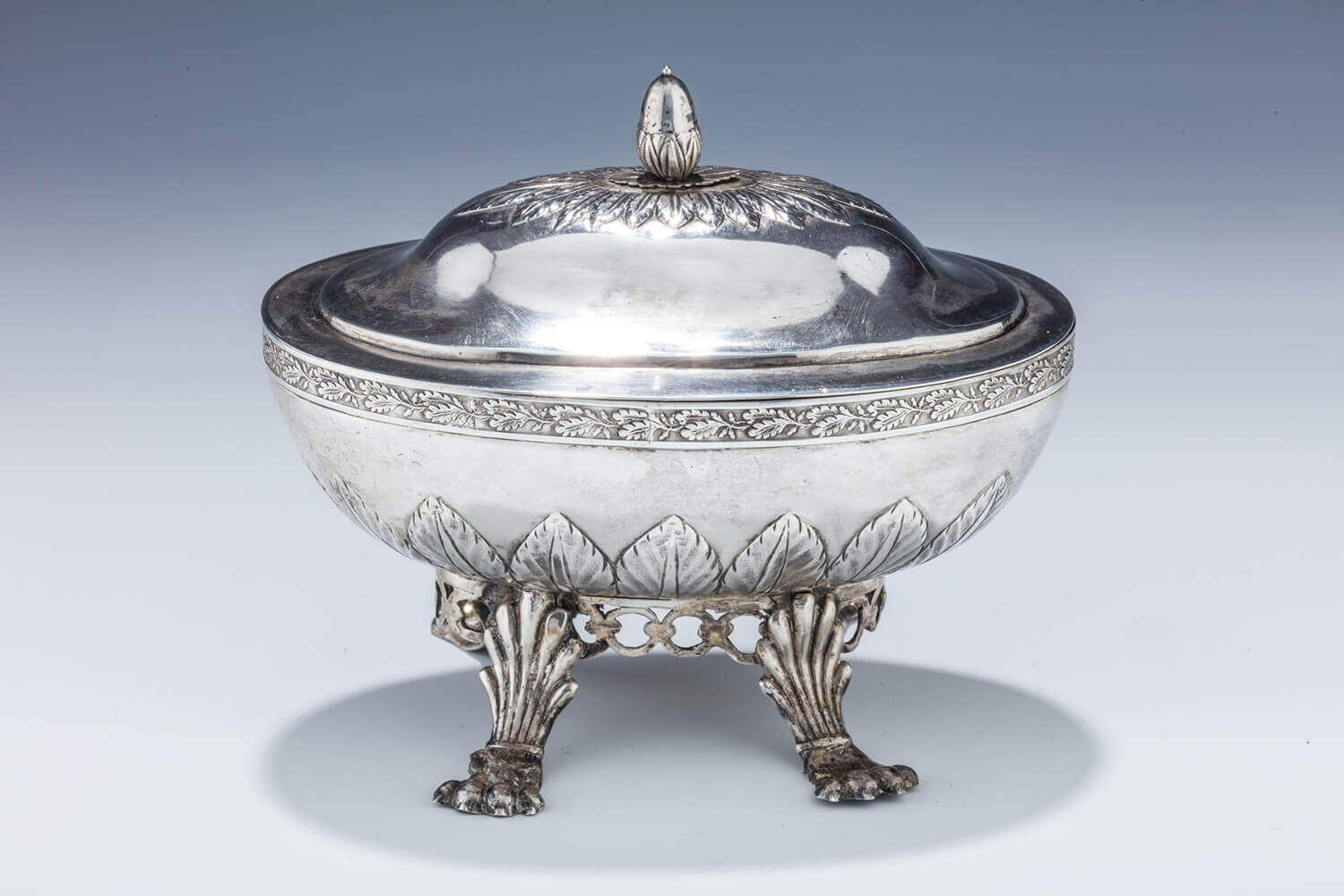 001. A LARGE SILVER ETROG BOX