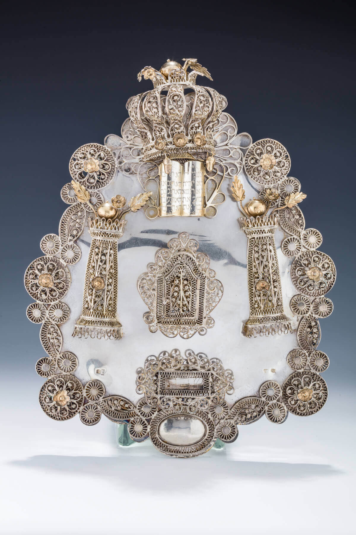 020. A LARGE SILVER TORAH SHIELD