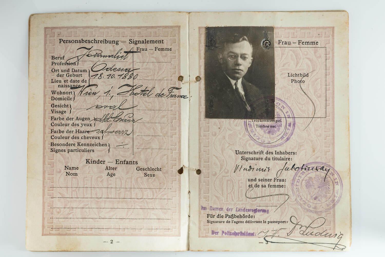 181. THE ORIGINAL PASSPORT OF ZE'EV JABOTINZKY