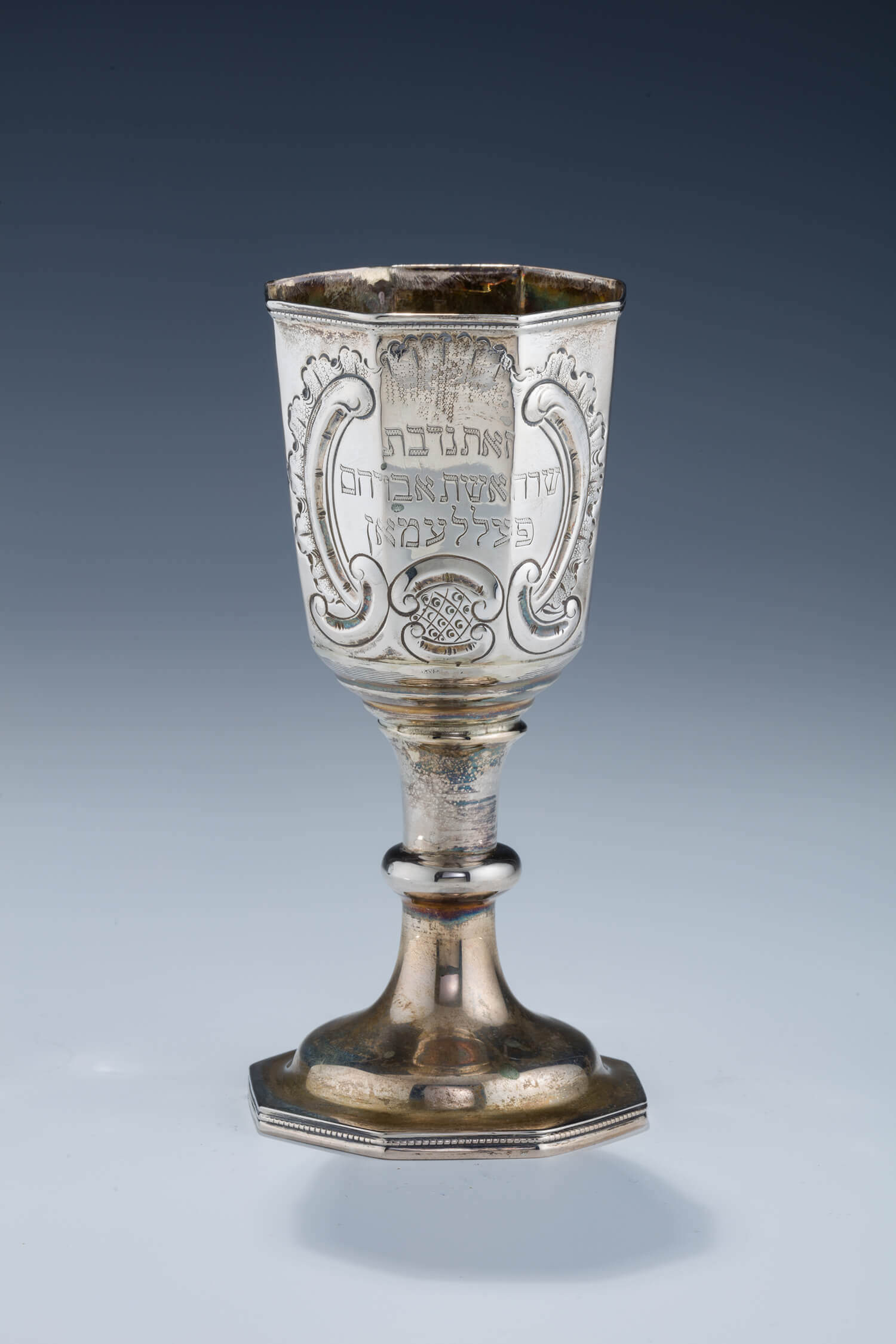 041. A LARGE SILVER KIDDUSH CUP