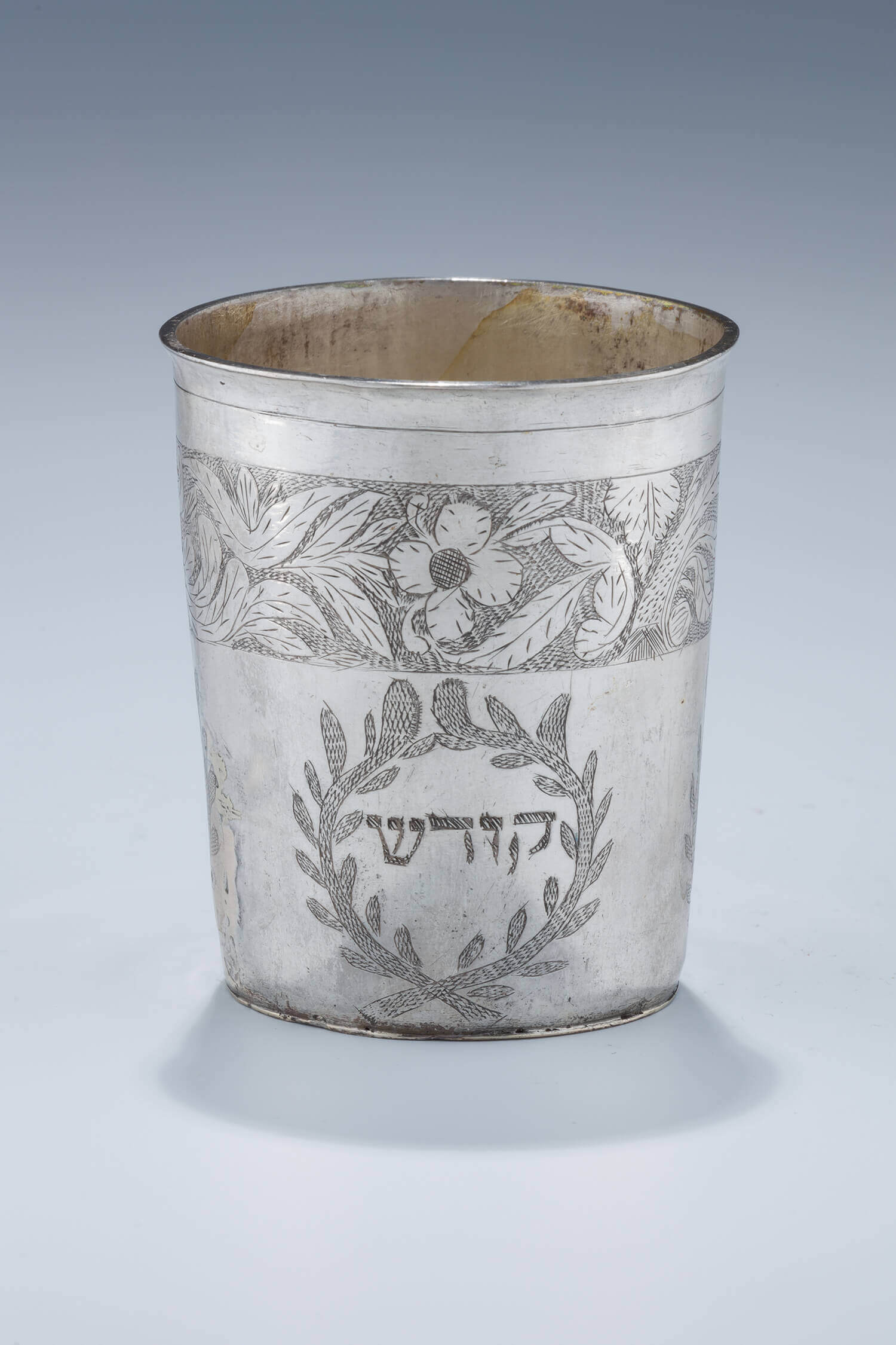 039. A LARGE SILVER KIDDUSH CUP