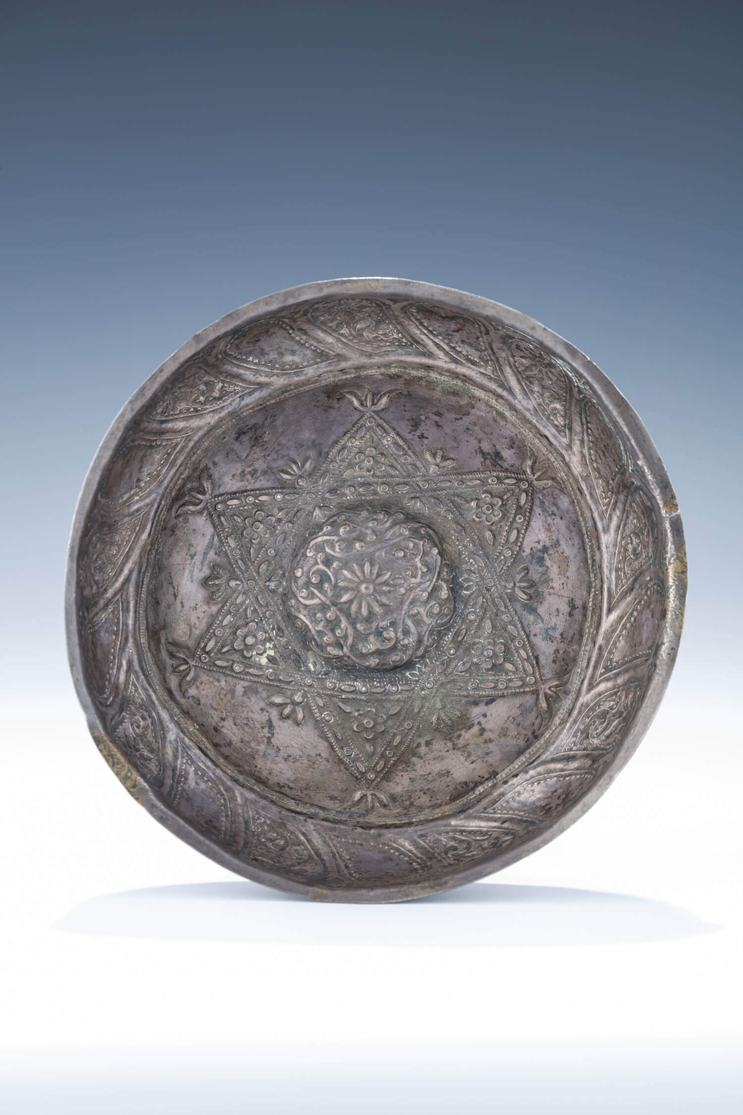 006. A LARGE SILVER CEREMONIAL BOWL