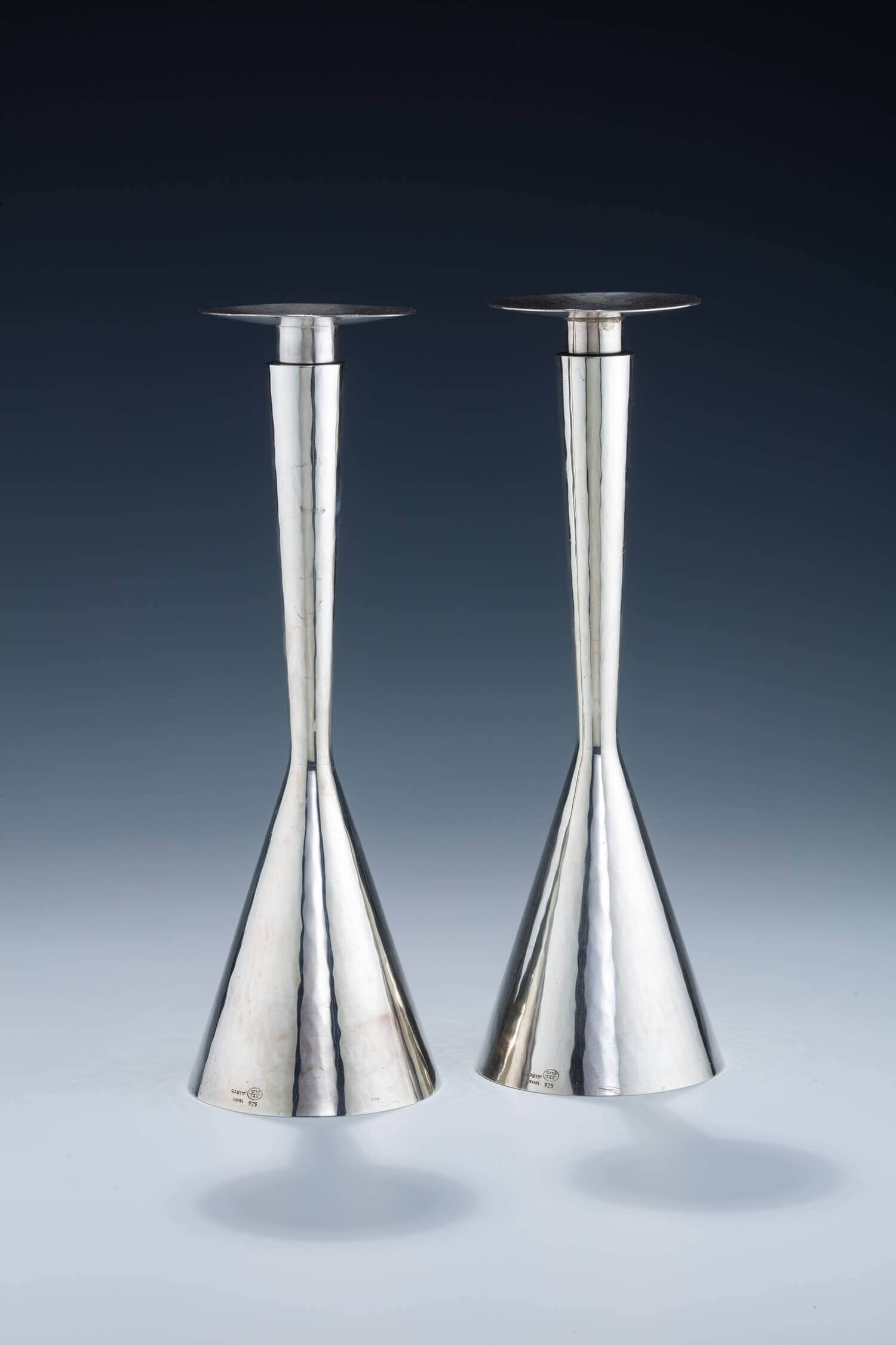 093.  A PAIR OF STERLING SILVER CANDLESTICKS BY TAS WORKSHOP