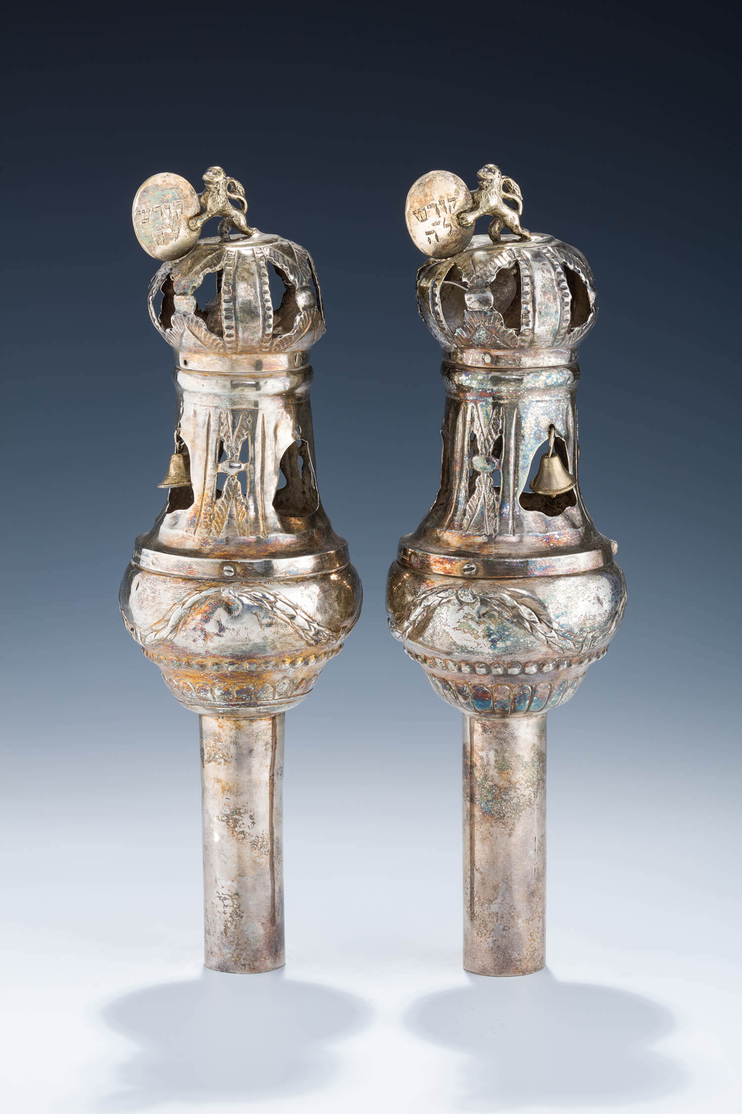 052. A PAIR OF SILVER TORAH FINIALS BY JOHANN FREIDRICH EHE (1735 – 1808)