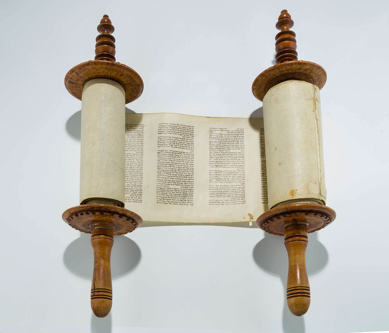 057. AN ANTIQUE MINIATURE SEFER TORAH
