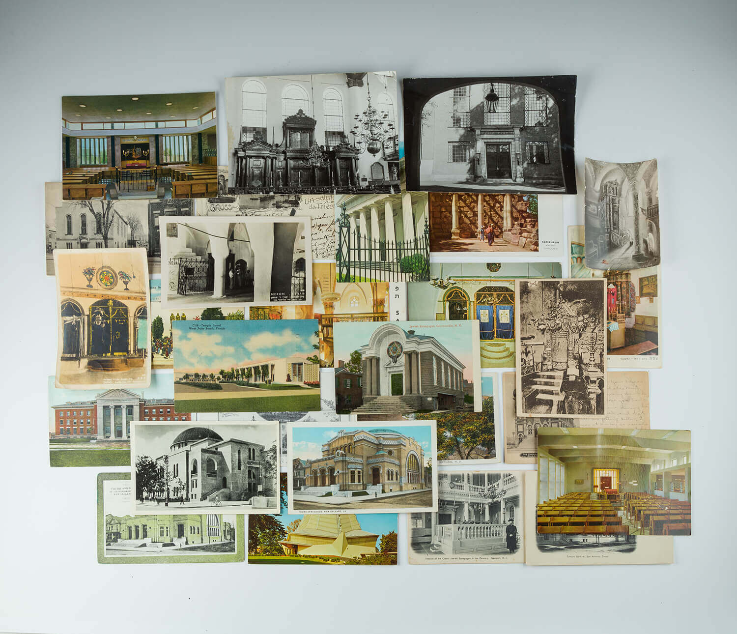 113. A LARGE COLLECTION OF SYNAGOGUE POSTCARDS