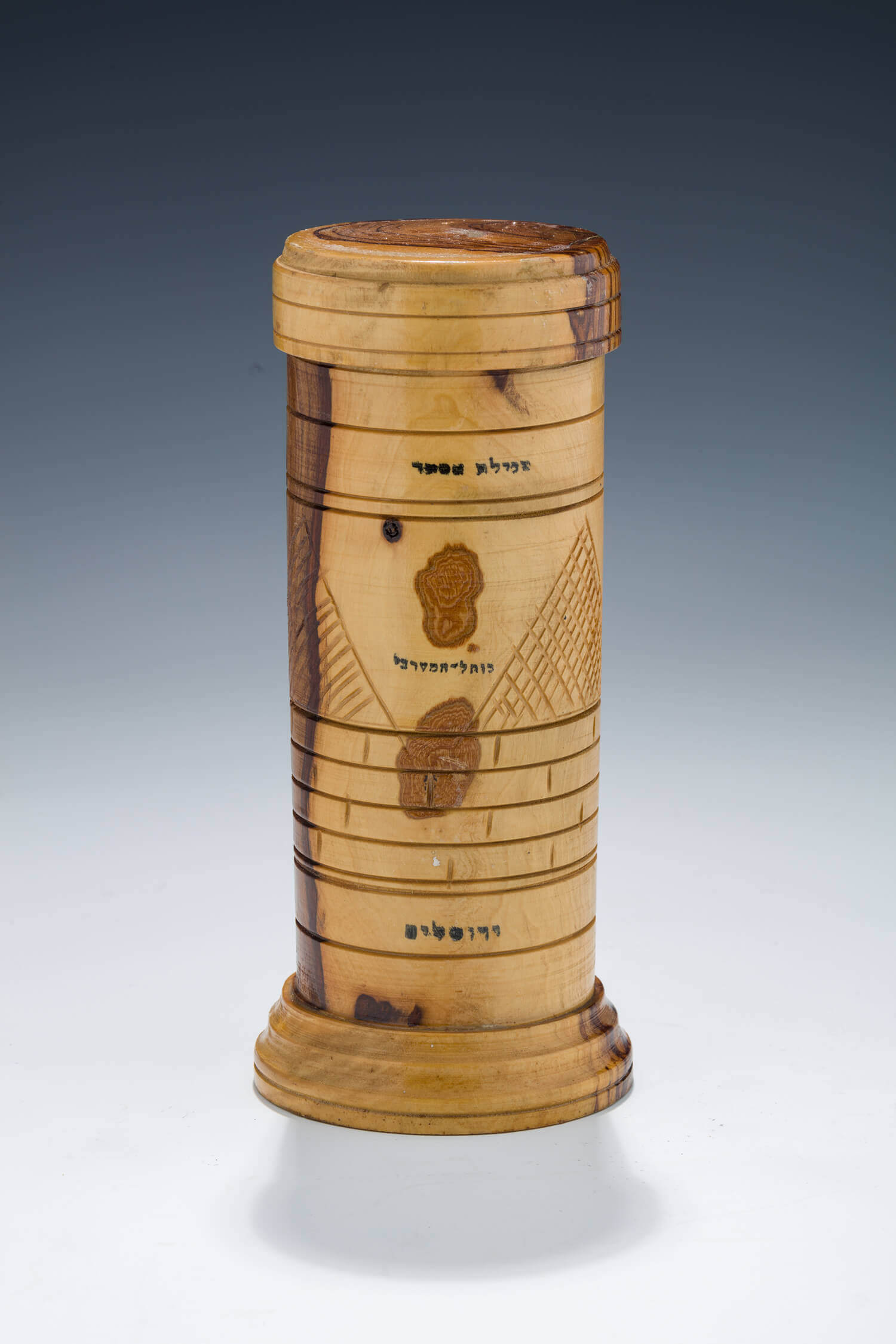 100. A VINTAGE OLIVEWOOD MEGILLAH CASE WITH GRA STYLE MEGILLAH