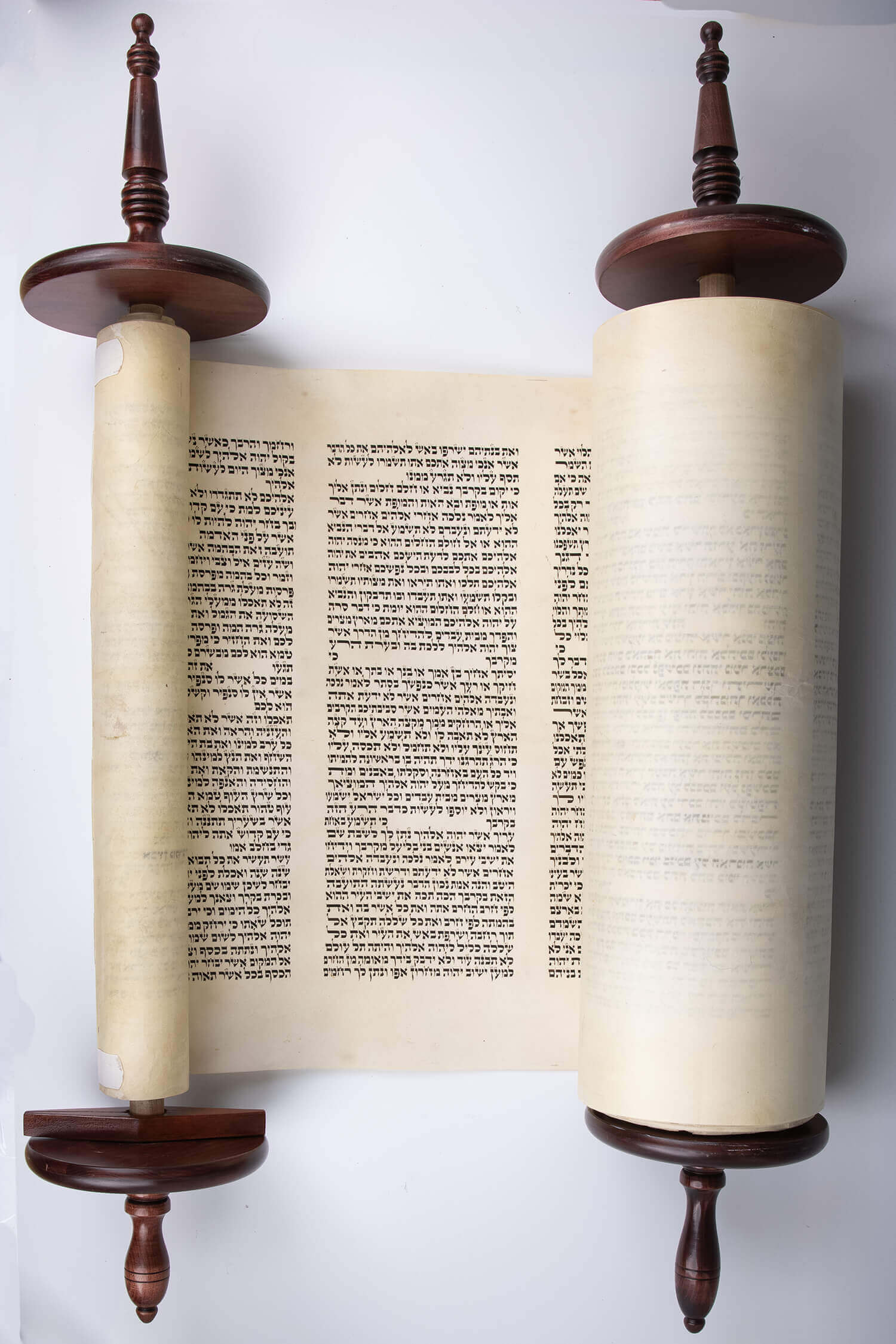 082. A LARGE SEFER TORAH