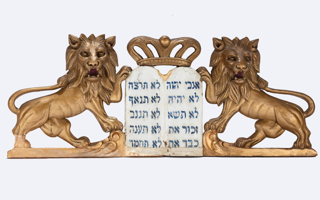 002. A PAIR OF WOODEN LIONS